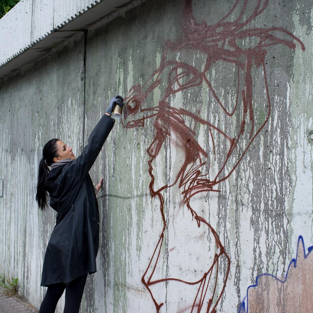 2013-05-25 X100 Graffiti Bad Vilbel Herakut Bahndamm 012