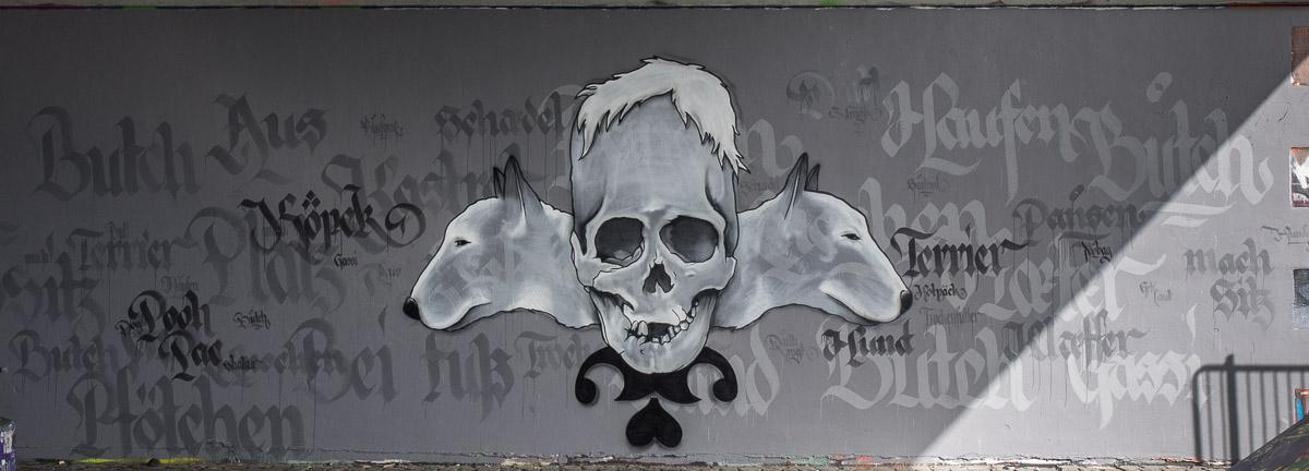 2014-05 EM1 Graffiti Frankfurt Friedensbrücke 003