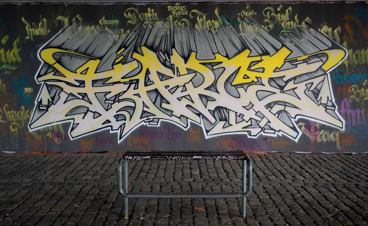 2014-05 EM1 Graffiti Frankfurt Friedensbrücke 005