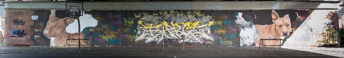 2014-05 EM1 Graffiti Frankfurt Friedensbrücke 008