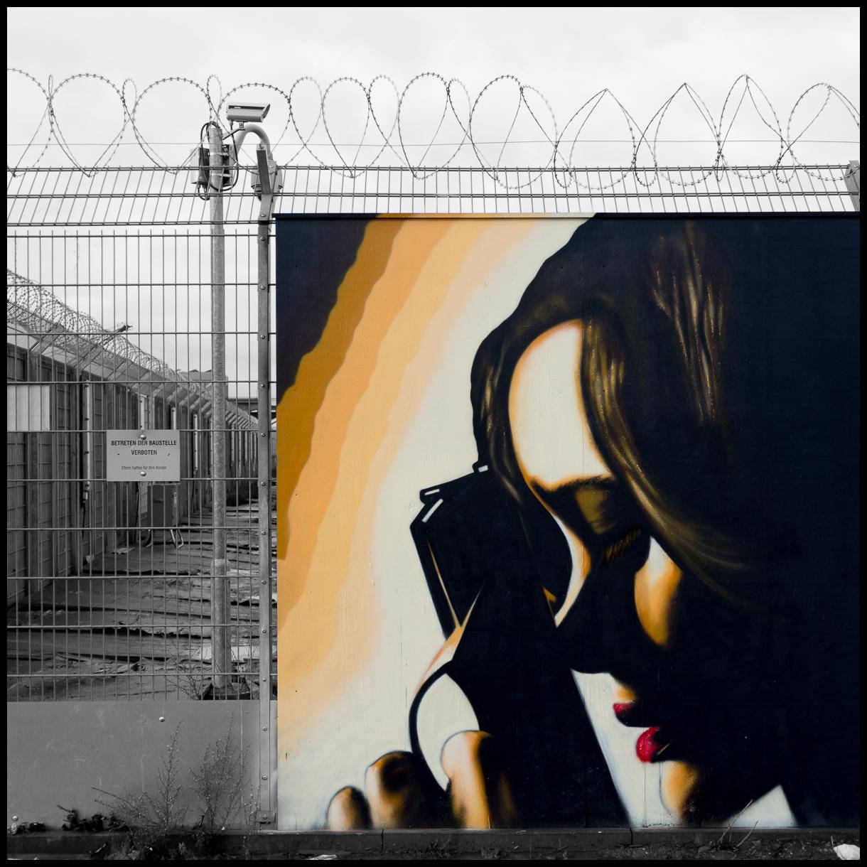 2012-12-15 X100 Frankfurt Graffiti Baustelle EZB 006