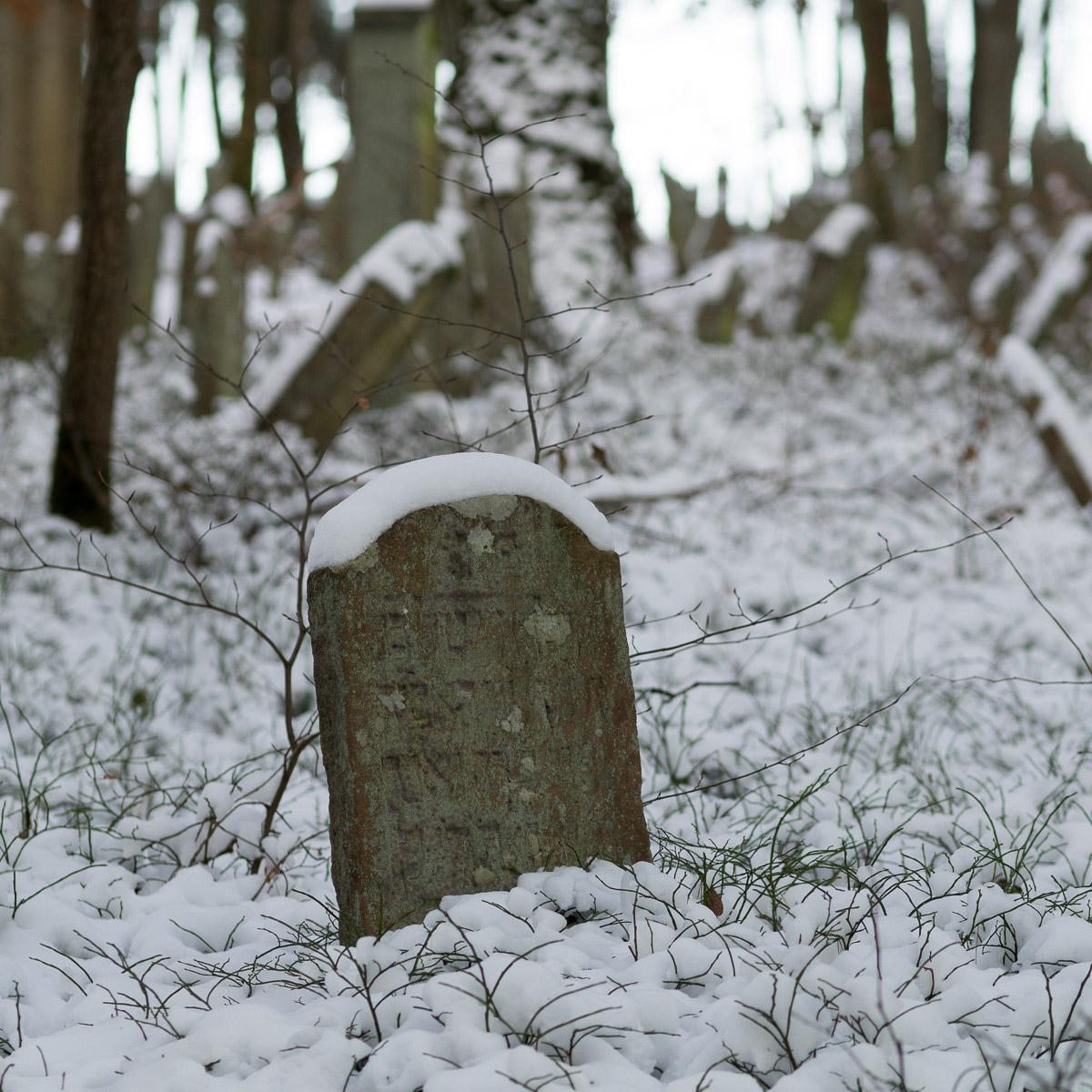Jüdischer Friedhof im Schnee