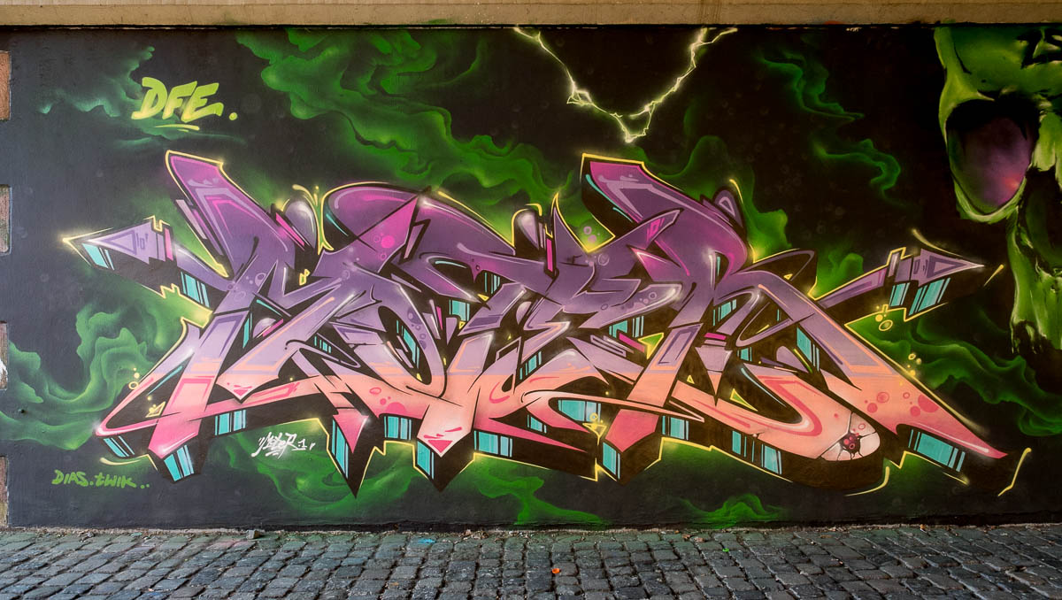 2015-09-29 EM1 Graffiti Frankfurt Friedensbrücke 0003