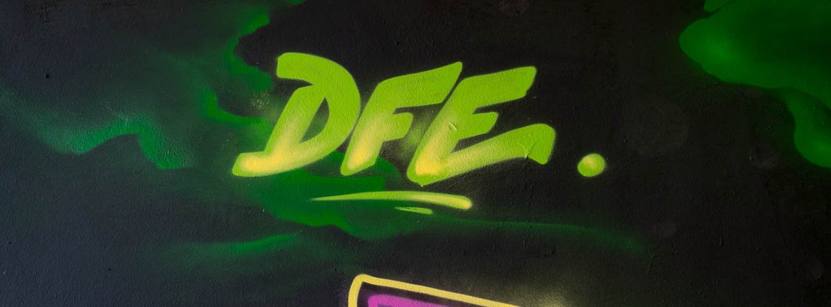 2015-09-29 EM1 Graffiti Frankfurt Friedensbrücke 0005