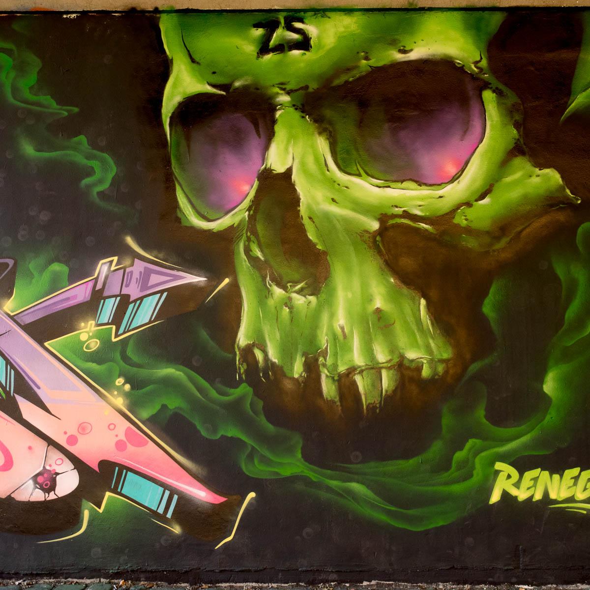 2015-09-29 EM1 Graffiti Frankfurt Friedensbrücke 0006