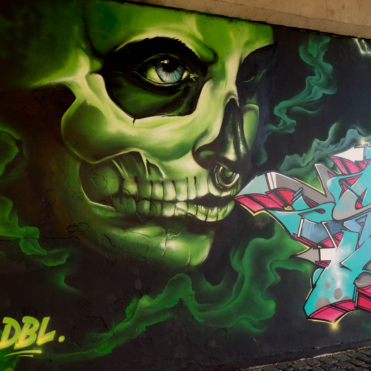 2015-09-29 EM1 Graffiti Frankfurt Friedensbrücke 0011