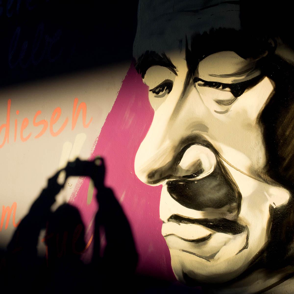2015-09-29 EM1 Graffiti Frankfurt Friedensbrücke 0035